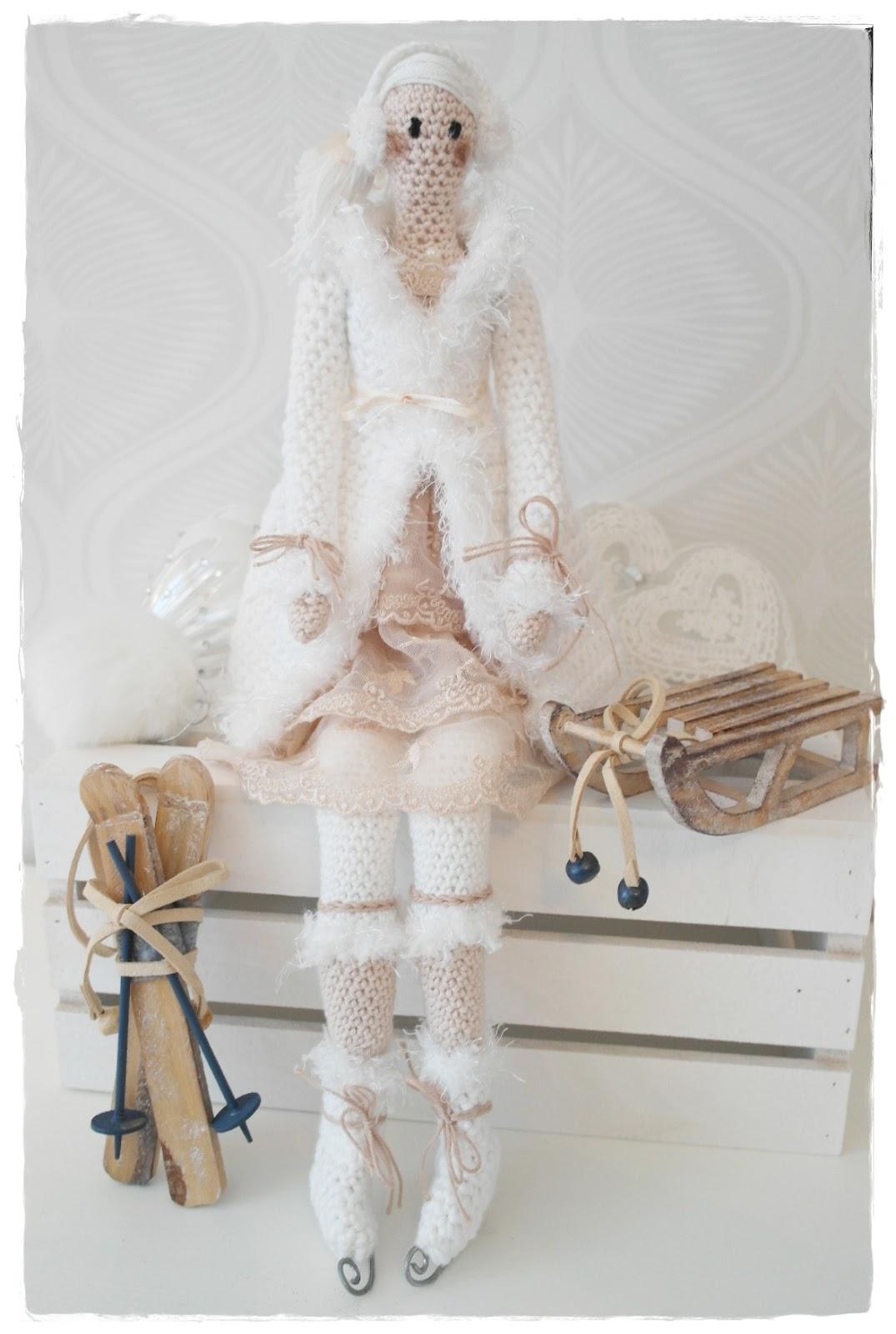 58bc085c829c Medans jag pysslade med Tilda så kom jag på att jag hade dekorationer som  jag brukar ha i mina julkransar och de kom väl till pass nu när jag skulle  fota ...